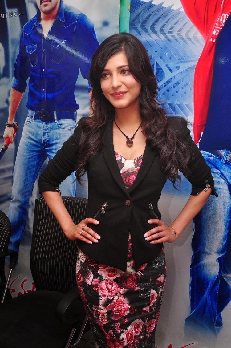 Shruti Haasan Strikes A Pose At Ramayya Vastavayya Press Meet