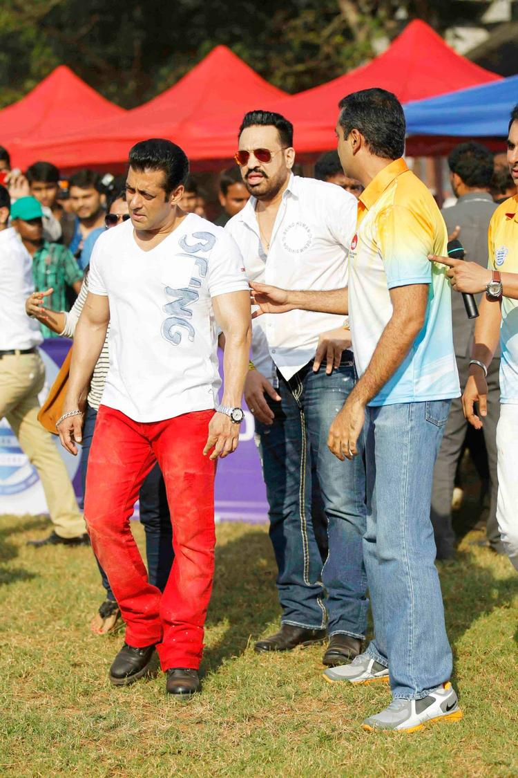 Salman Khan With Bodyguard Shera At Milind Deora Annual Junior Soccer Challenger Event