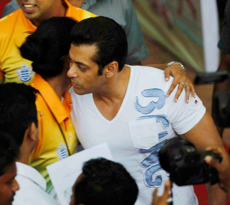 Salman Khan Cool Look At Milind Deora Annual Junior Soccer Challenger Event