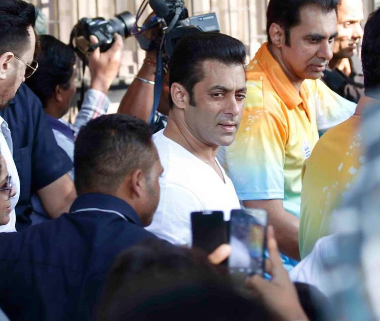 Salman Khan Dazzling Dashing Look At Milind Deora Annual Junior Soccer Challenger Event