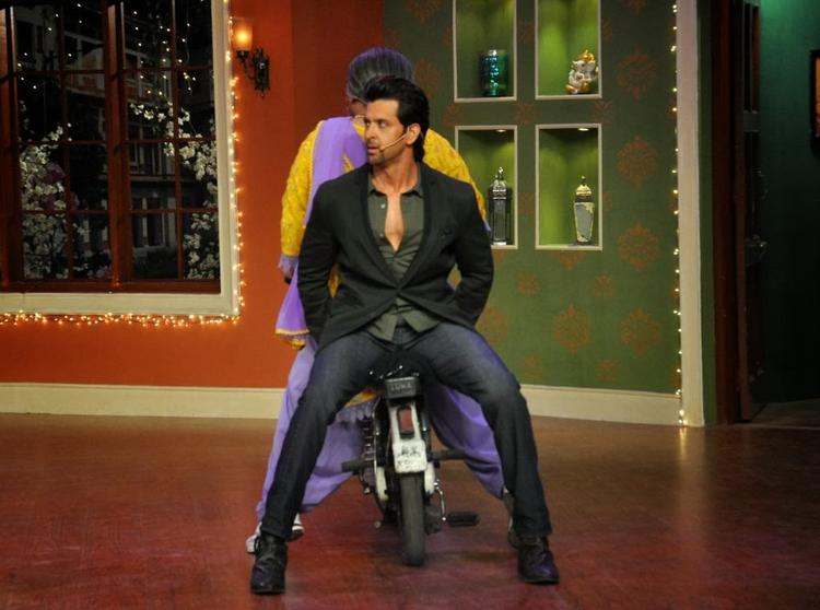 Hrithik Promotes Krrish 3 On The Sets Of Comedy Nights With Kapil