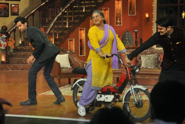 Dadi On Luna At Comedy Nights With Kapil TV Show Hrithik  And Kapil Still