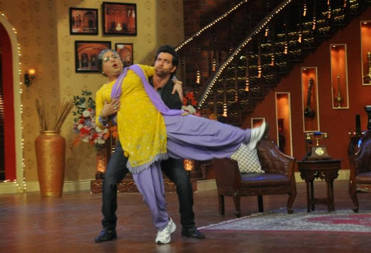 Hrithik Roshan Carring Dadi On Comedy Nights With Kapil For Promote Krrish 3