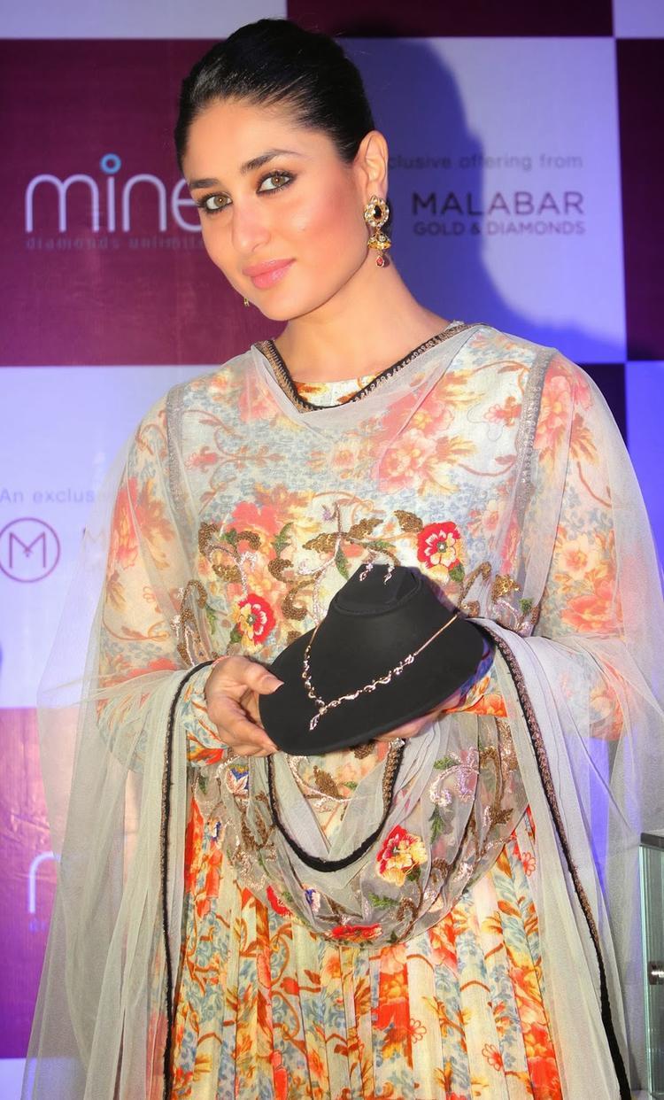 Bollywood Bebo Kareena At The Launch Of Malabar Gold And Diamond Diwali Collection