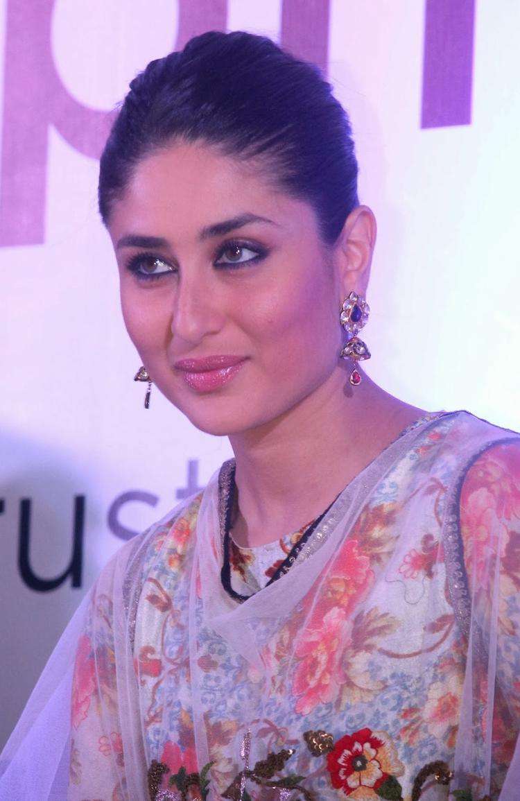 Kareena Kapoor Nice Look At Malabar Gold And Diamond Diwali Collection Event