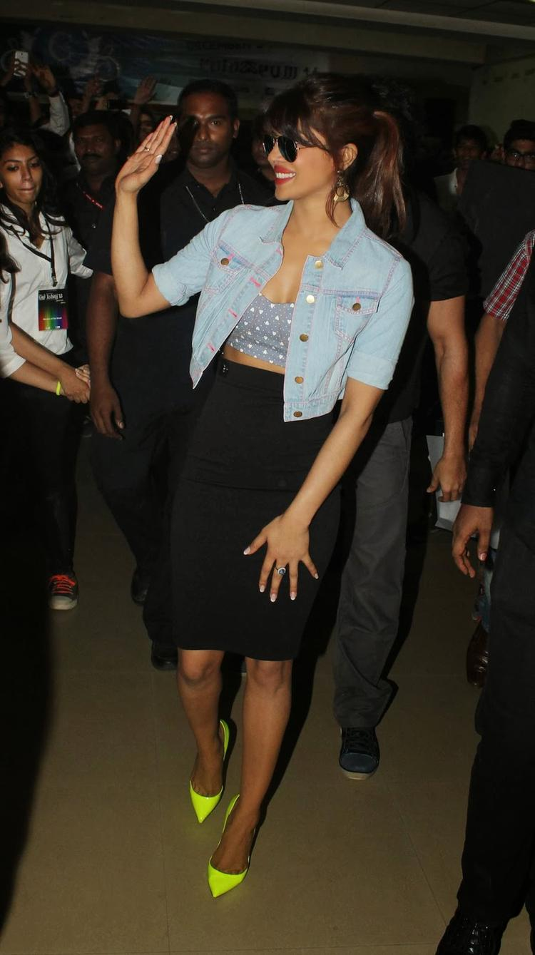 Bollywood's Diva Priyanka Spotted At Mithibai College For A Promotional Event Of Krrish 3