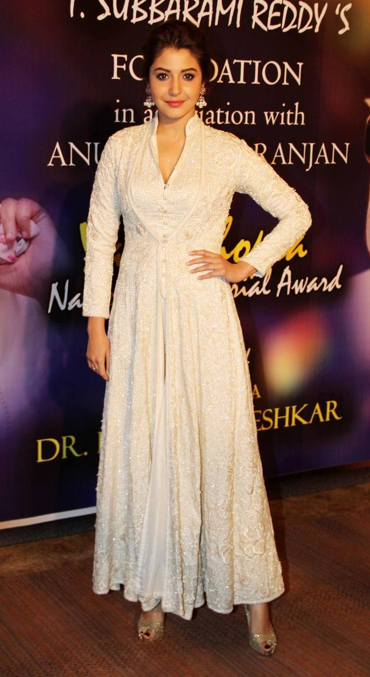 Anushka Looking So Gorgeous At The Yash Chopra Memorial Awards Ceremony