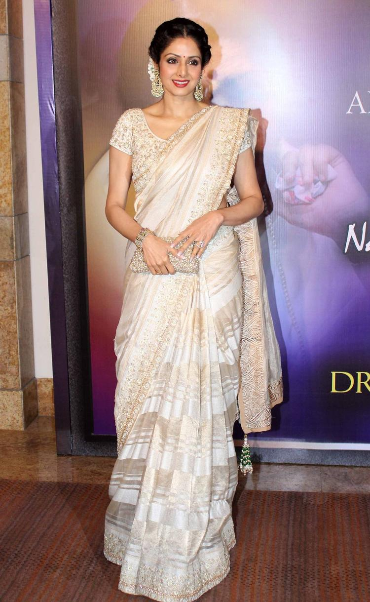 Sridevi Looking So Cute And Beautiful At The Yash Chopra Memorial Awards Ceremony