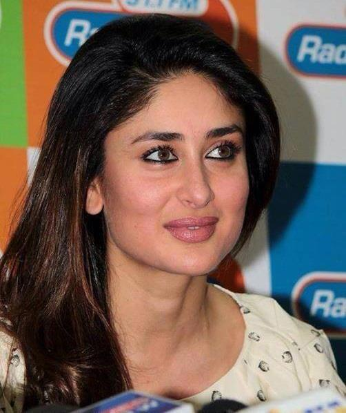 Kareena Kapoor Simple Look During The Promotion Of GTPM At 91.1 FM