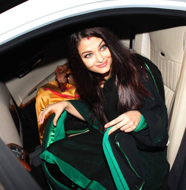 Aishwarya Arrives Subhash,s Wife Rehana Ghai's Birthday Party