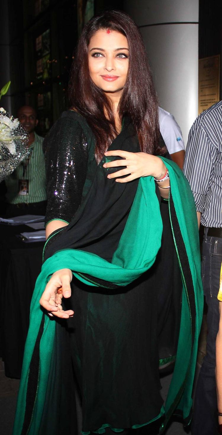 Aishwarya Attended Rehana Ghai's Birthday Party In Mumbai