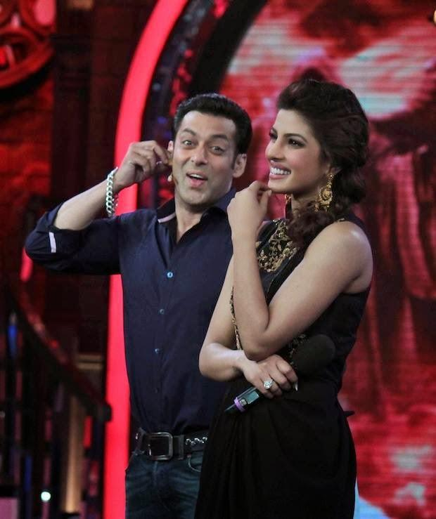 Priyanka And Salman Cool Laughing Look On The Sets Of Bigg Boss 7