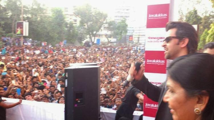 Global Superstar Hrithik Roshan Inaugurated Joyalukkas Vadodara And Ahmedabad Showrooms