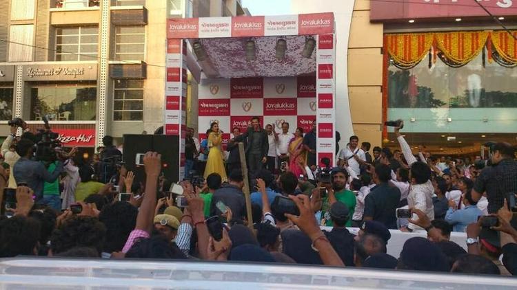 Hrithik Roshan Inaugurates Joyalukkas Showroom In Ahmedabad
