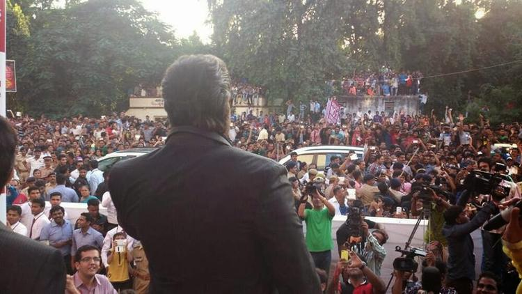 Hrithik Roshan Promotes Krrish 3 In Ahmedabad During The Joyalukkas Showroom Launch Event