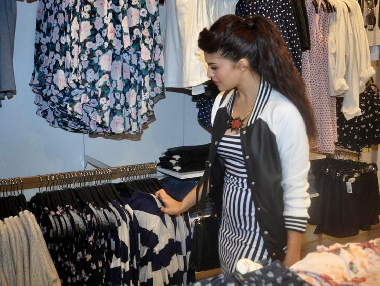 Jacqueline Launches Forever 21 Store Launch At Viviana Mall In Mumbai