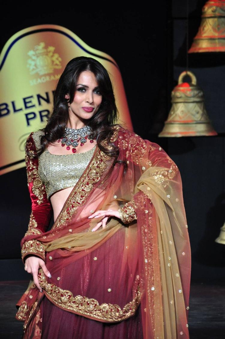 Blenders Pride Fashion Tour 2013 Malaika Arora Khan Hot Sexy Pose Still