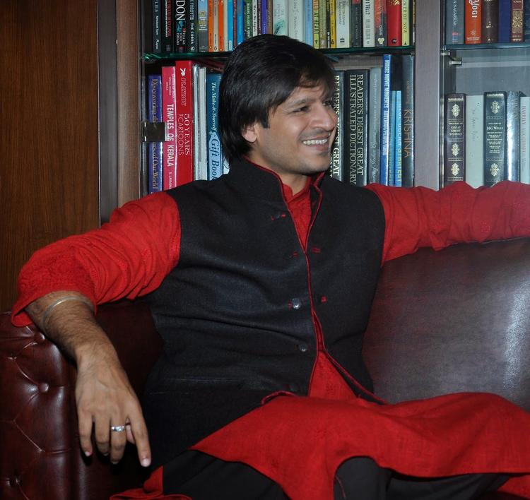 Bollywood Actor Vivek Oberoi Smiling Look During Diwali Celebration At Residence