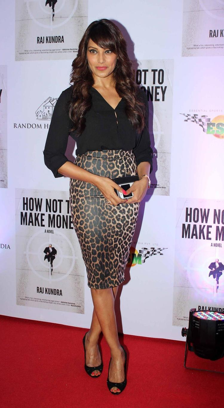 Bipasha Pose During The Success Bash Of Raj Kundra's Book How Not To Make Money