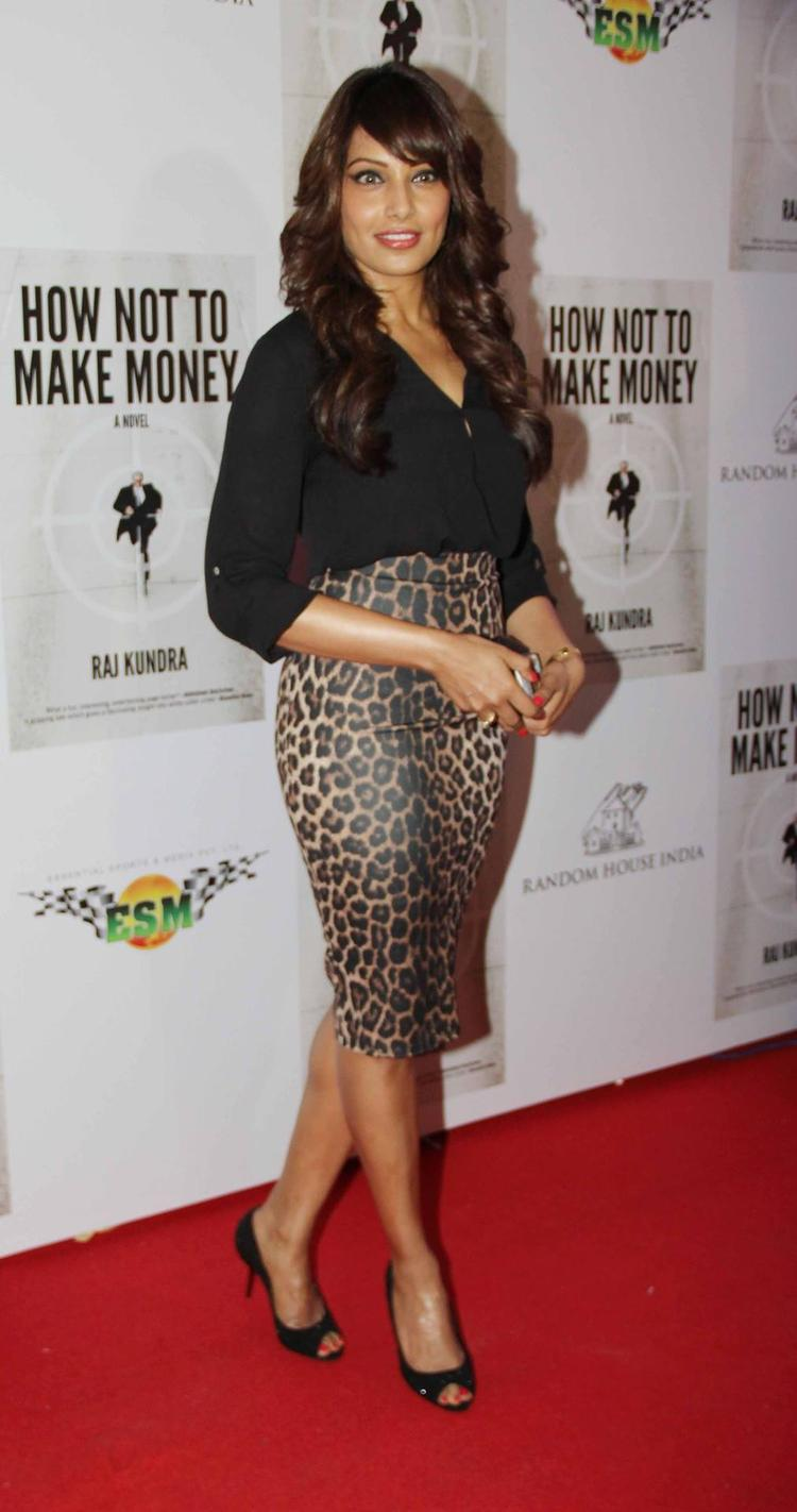 Bipasha On Red Carpet At The Success Bash Of Raj Kundra's Book