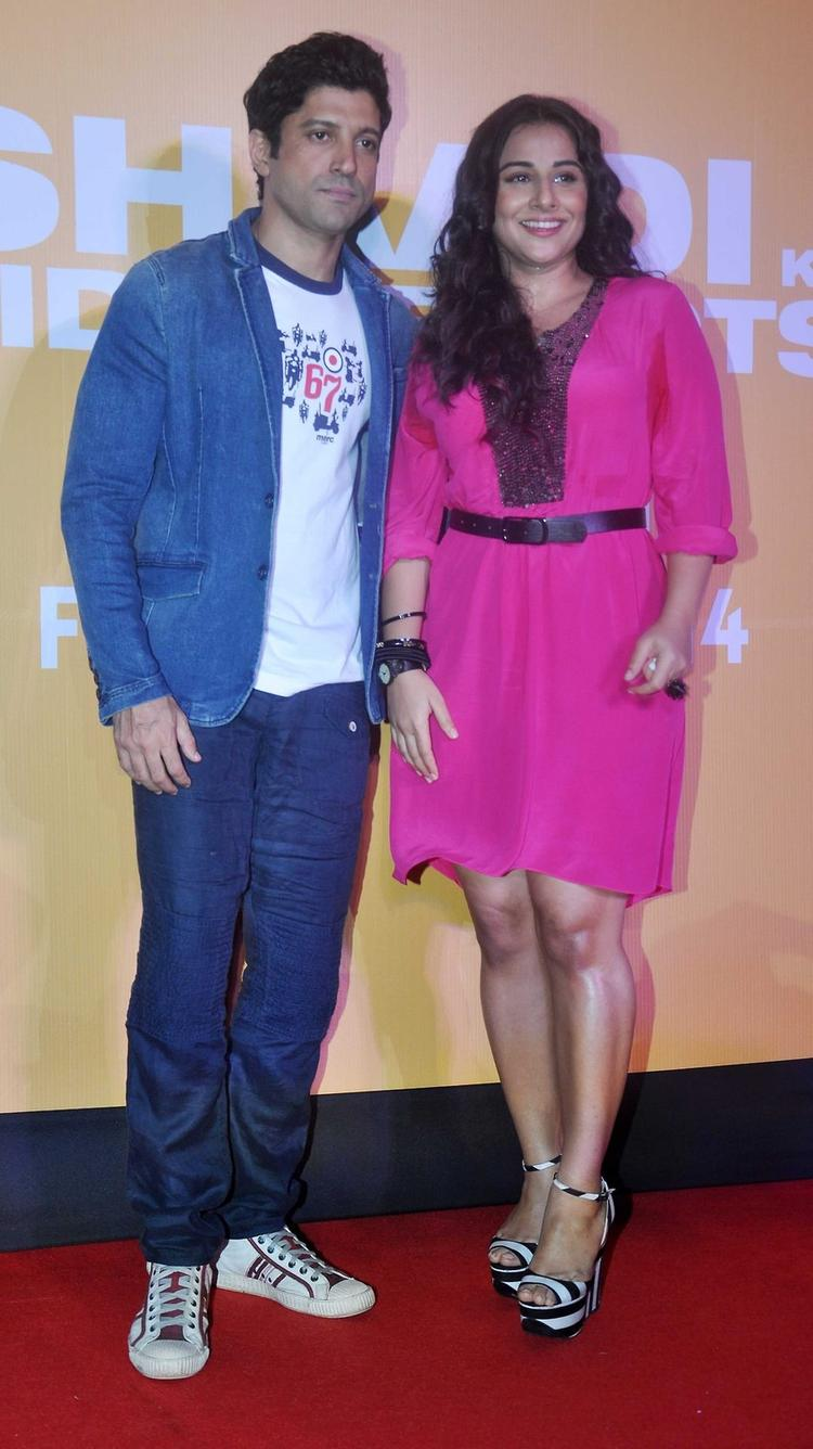 Farhan Akhtar And Vidya Balan Posed For Camera At Shaadi Ke Side Effects Trailer Launch Event