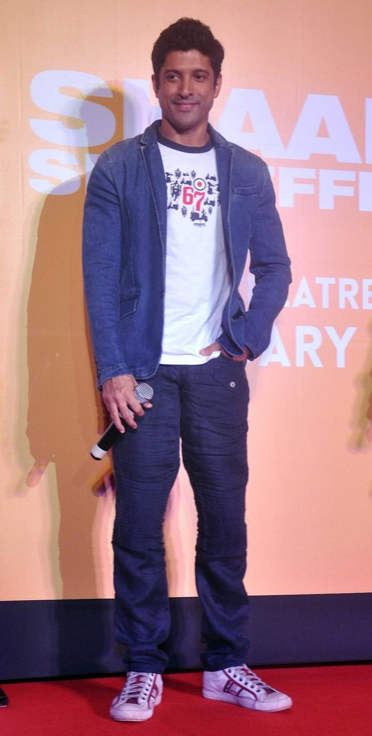 Farhan Akhtar Dashing Cool Look During Trailer Launch Of Shaadi Ke Side Effects Movie