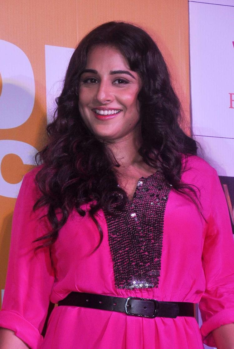 Vidya Balan Flashes Smile At The Trailer Launch Of Shaadi Ke Side Effects
