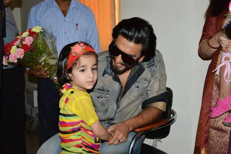 Ranveer Singh Cool With A Kids During The Promotion Of Ram-Leela At SVN College, Lucknow