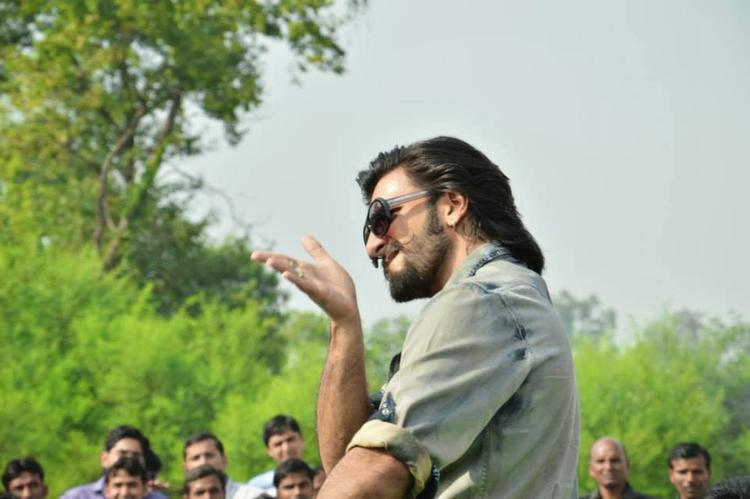 Ranveer Singh Cool Look At SVN College, Lucknow For Promoting Ram-Leela