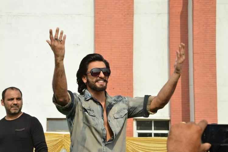 Ranveer Singh Dashing Look During The Promotion Of Ram-Leela At SVN College, Lucknow