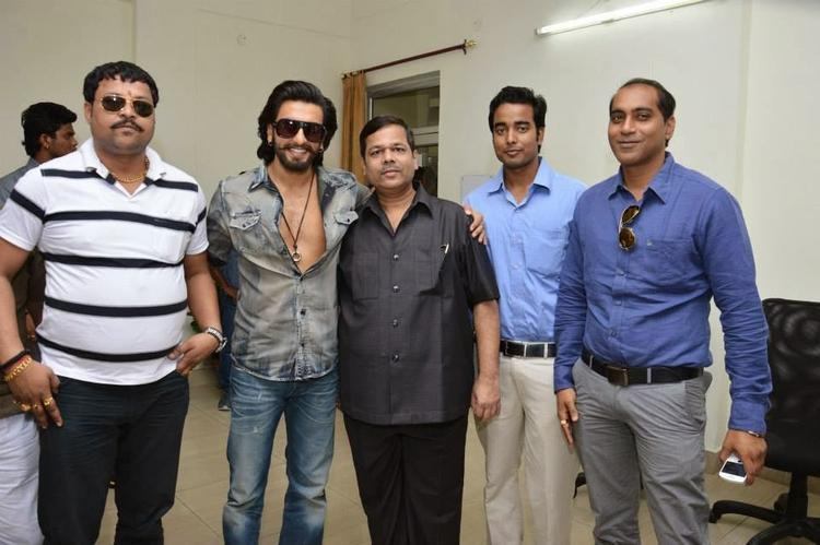 Ranveer Singh Posed For Camera During The Promotion Of Ram-Leela At SVN College, Lucknow