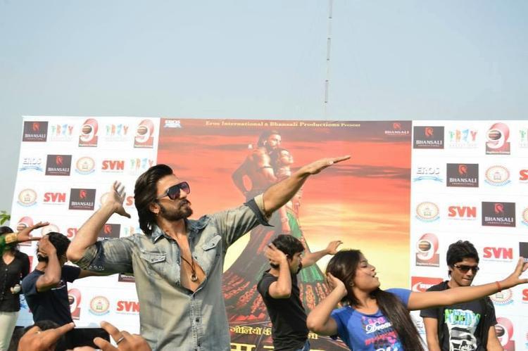 Ranveer Singh Rocked At SVN College, Lucknow For Promoting Ram-Leela