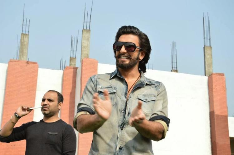 Ranveer Singh Smiling Look At SVN College, Lucknow For Promoting Ram-Leela