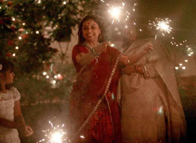 Cool Rani Mukerji Lights With Phuljharis At Aditya Chopra's Diwali Bash