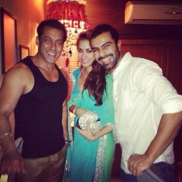 Salman Khan And Ashmit Patel Cool Smiling At Salman Khan's 2013 Diwali Party