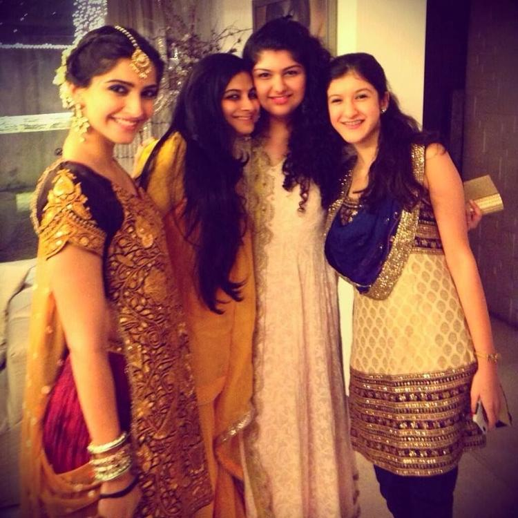 The Kapoor Sisters Sonam And Rhea Join Their Cousins Anshula And Shanaya For A Group Picture In Diwali
