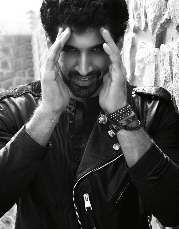 Stunning Actor Aditya Roy Kapur Sweet Pose For GQ India Nov 2013 Issue