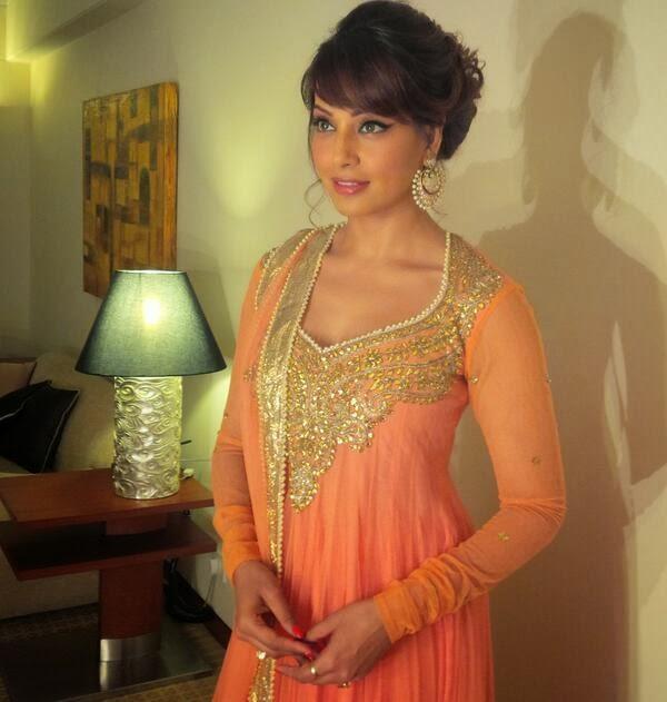Bipasha Basu Looking Very Gorgeous At An Event In Kolkata