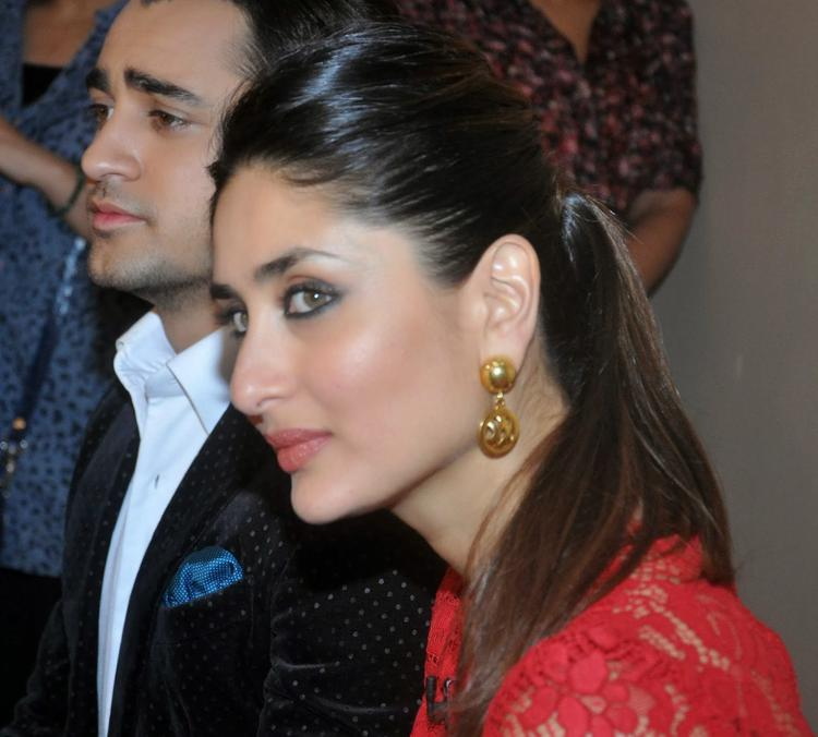 Kareena And Imran Khan Promote GTPM On The Sets Of KBC 7
