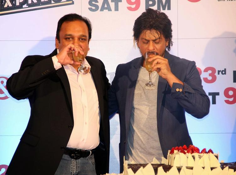 Punit Goenka And SRK Raise A Toast During The Success Party Of Film Chennai Express Hosted By Zee TV