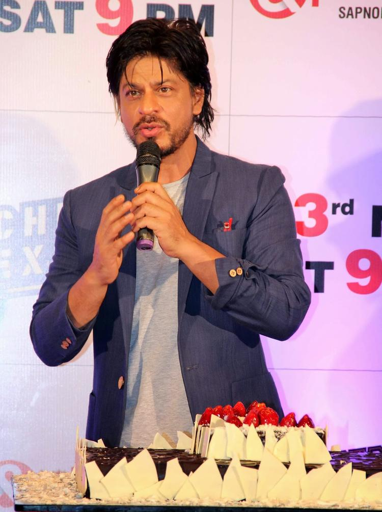 SRK Addresses The Audience At Chennai Express Success Party Hosted By Zee Tv