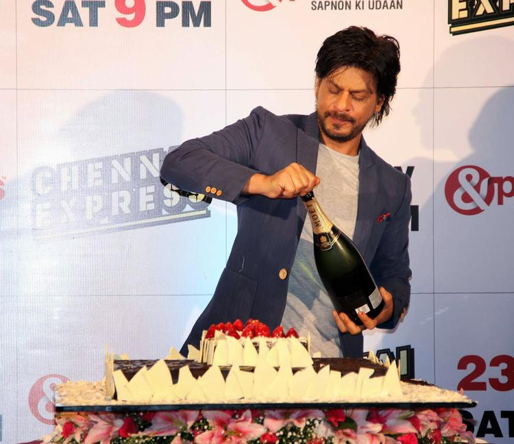 SRK During The Success Party Of Film Chennai Express Hosted By Zee Tv In Mumbai