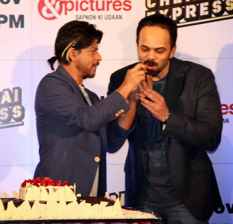 SRK Feeds The Cake To Director Rohit Shetty At The Zee TV Bash For Chennai Express