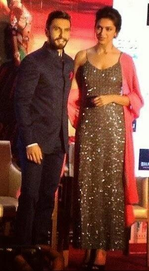 Deepika And Ranveer Nice Pose During The Promotion Of Ram Leela In Delhi