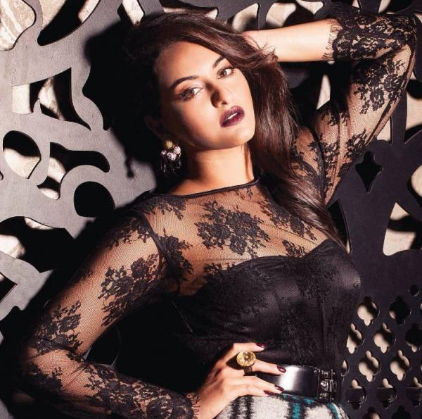 Sonakshi Sinha Fashionable Sizzling Look For Grazia November 2013 Issue