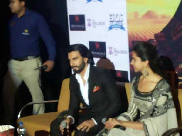 Ranveer And Deepika Promoting Ram-Leela At Jaipur