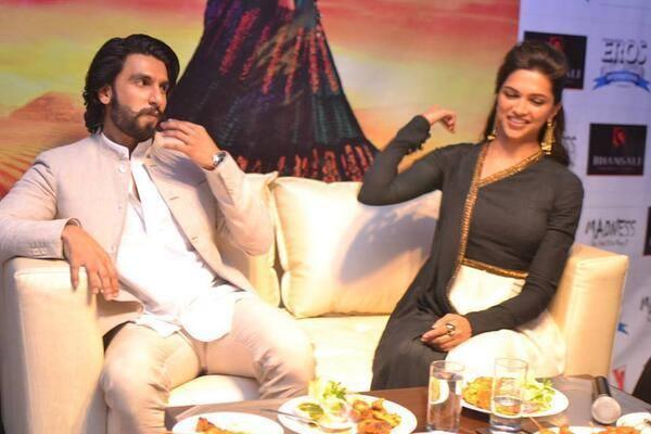 Ranveer And Deepika Visits Delhi For Promoting Ram-Leela