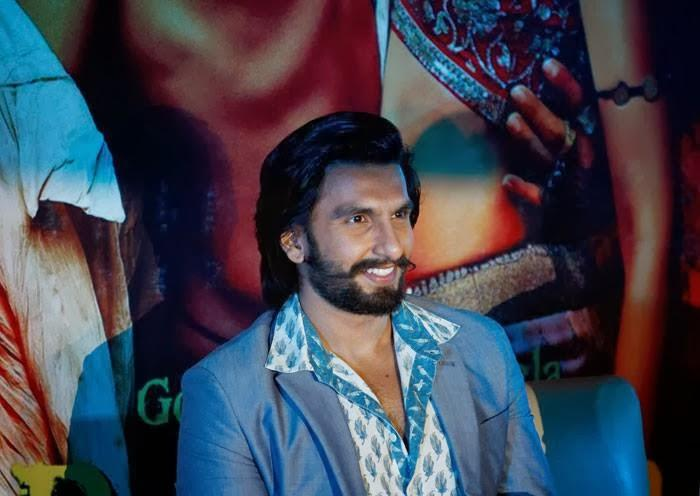 Ranveer Singh Sweet Smile Pic With Ram Leela Outlook At Bangaluru