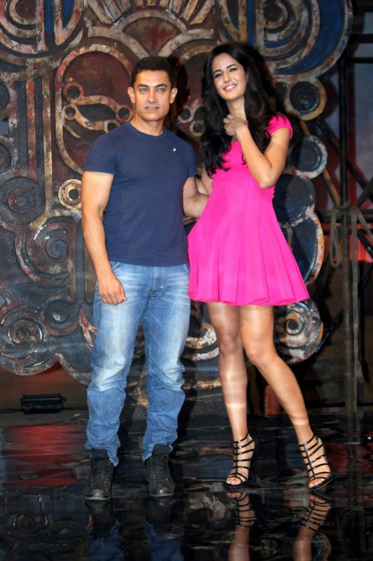 Katrina Kaif With Aamir At Dhoom Machale Song Launch Still