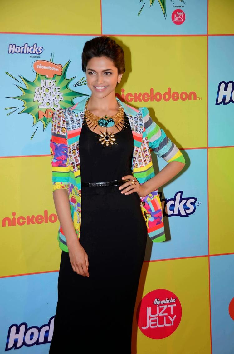 Deepika Padukone Graced The Red Carpet Of Nickelodeon Kids Choice Awards 2013